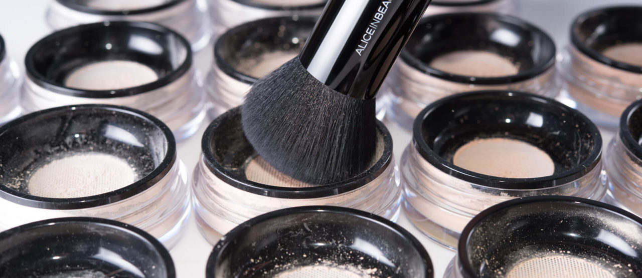 brocha-kabuki-alice-in-beautyland-polvos-maquillaje-mineral