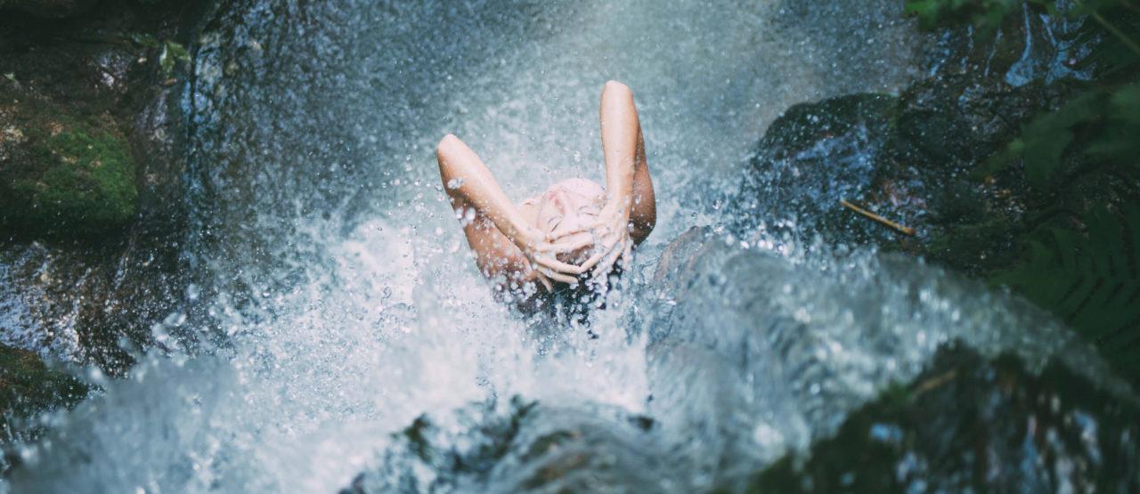 Woman waterfall - Alice in Beautyland