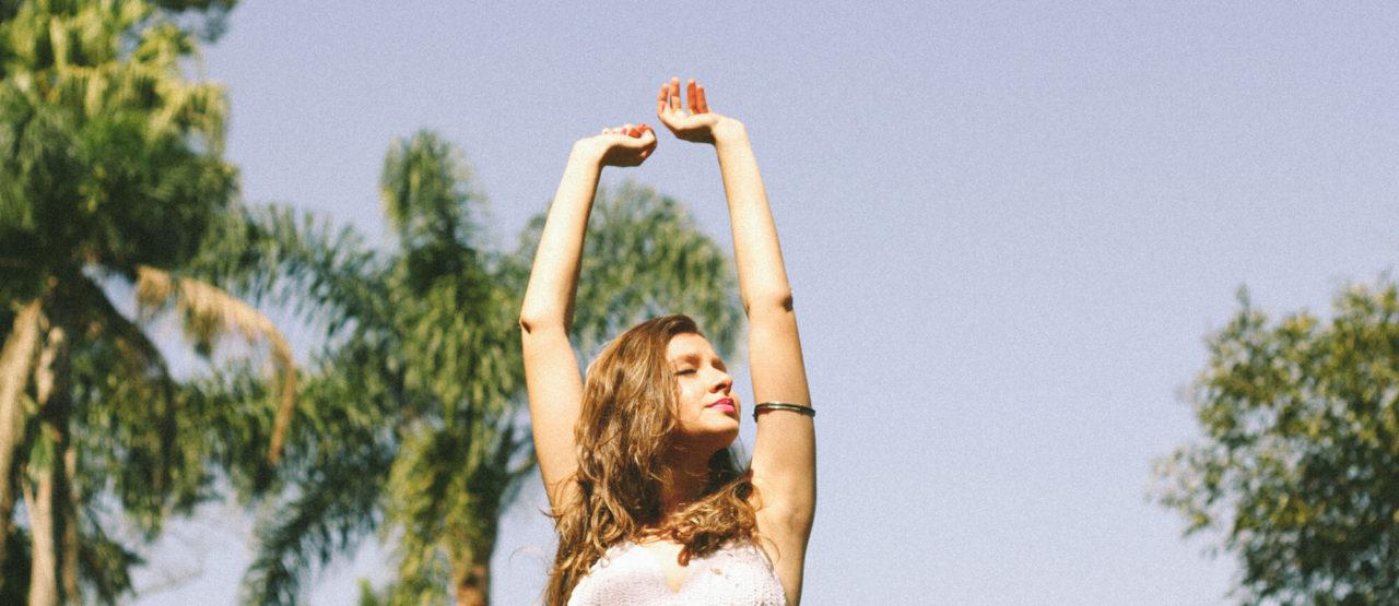 La belleza de las almendras-Alice in Beautyland Blog-happy woman