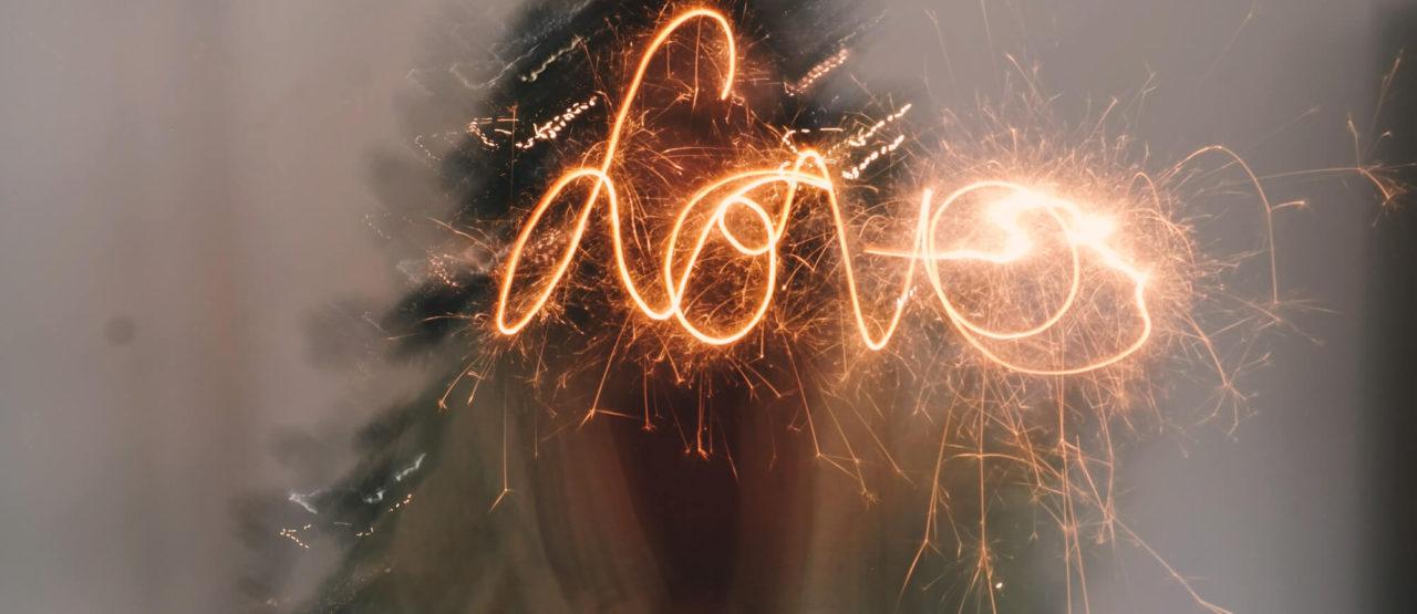 Navidad-Dejad-que-triunfe-el-amor-Alice-in-beautyland-Love