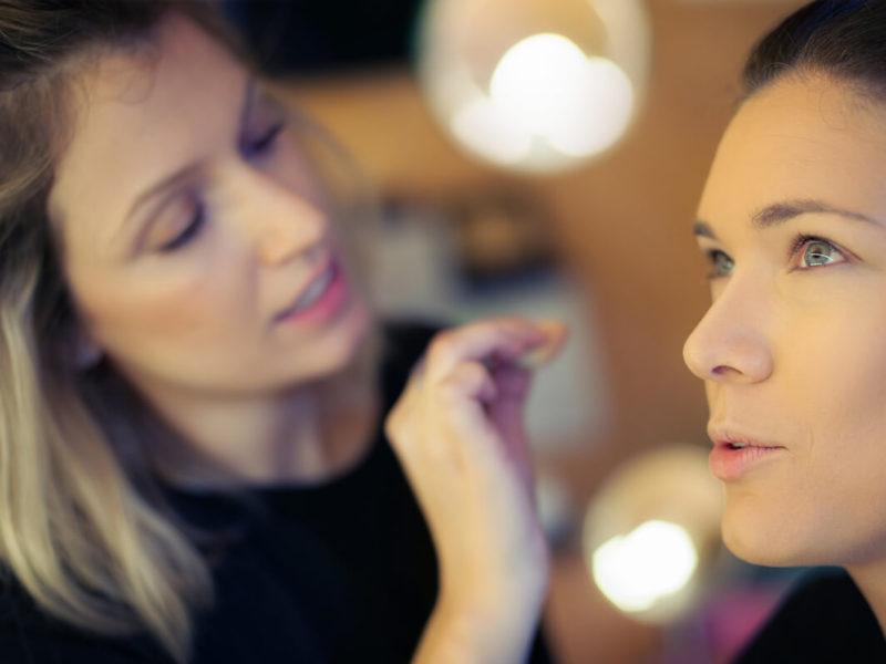Trucos de maquillaje-productos de doble uso-Alice in Beautyland Blog-Iluminador ojos