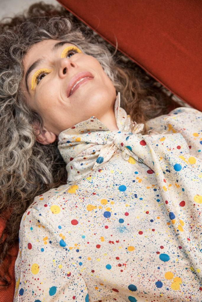 Las tendencias de moda para esta primavera-ALICE IN BEAUTYLAND-LUNARES-Peseta camisa y panuelo-Luciano
