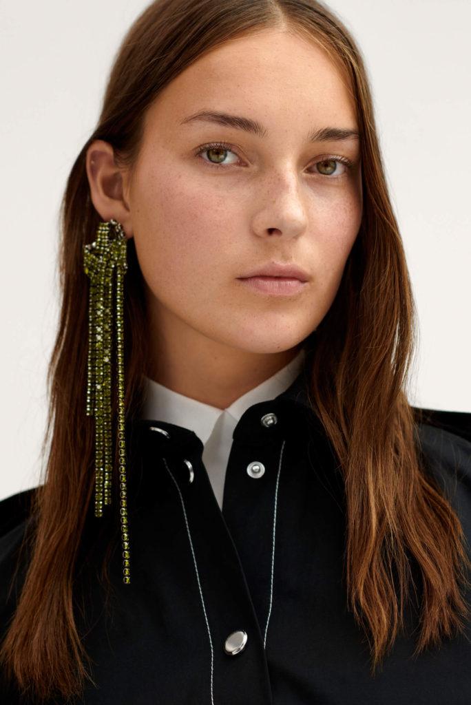 Las tendencias de moda para esta primavera-ALICE IN BEAUTYLAND-Pendientes HM Studio Largos de Strass