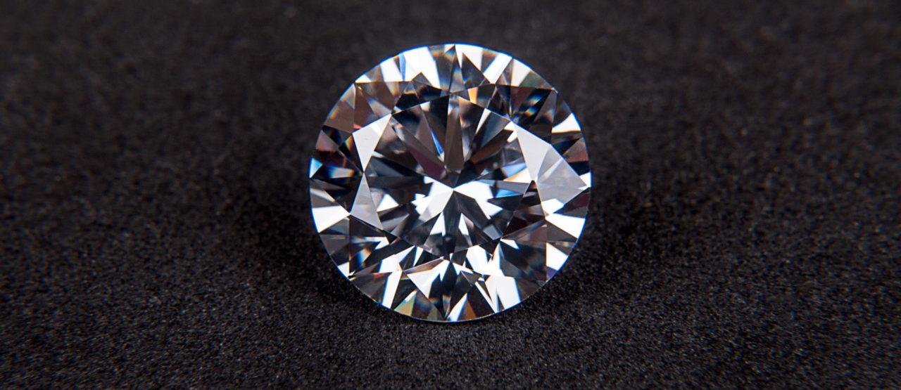 Piedras preciosas que embellecen tu piel-Alice in Beautyland Blog-Diamante