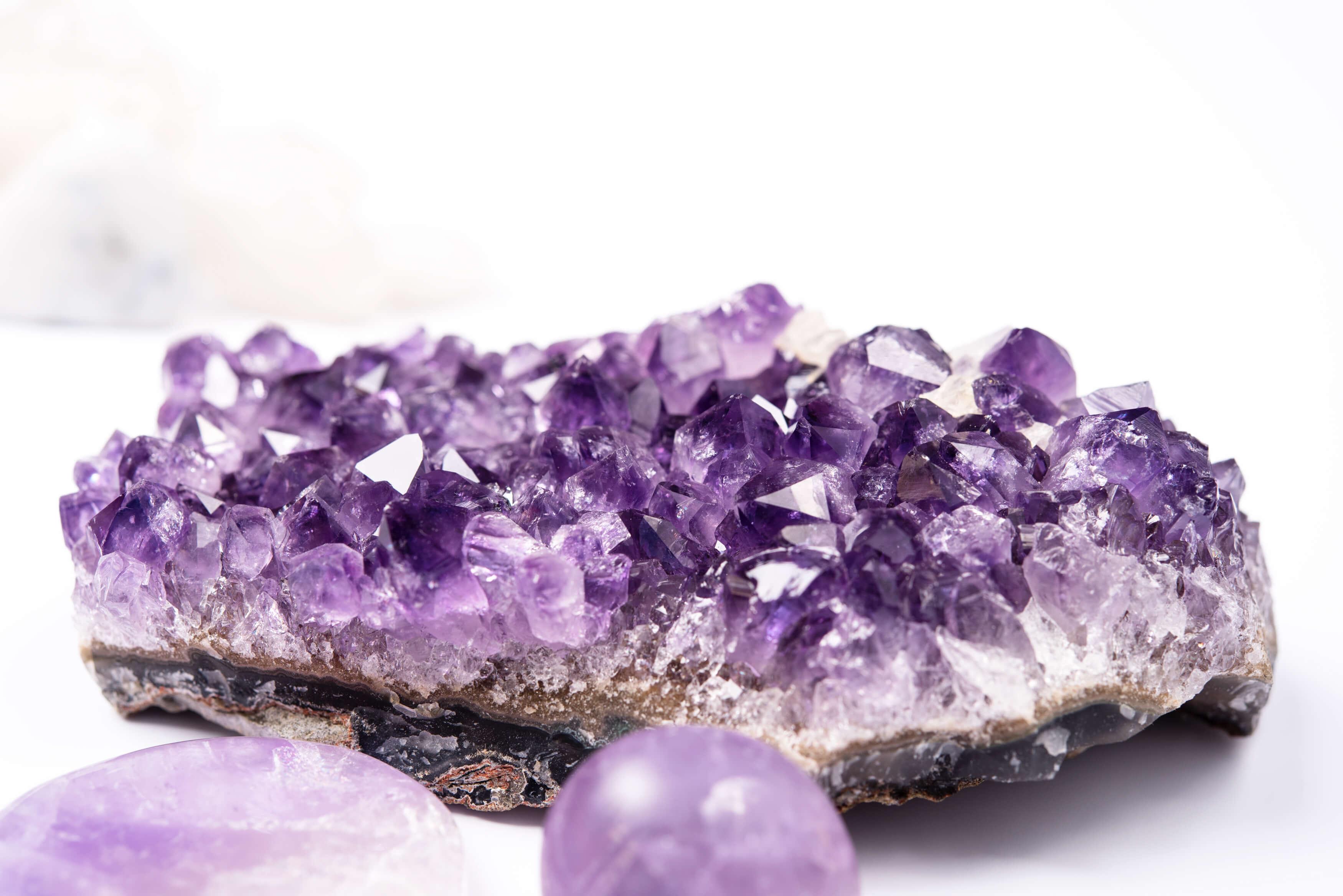 Piedras preciosas que embellecen- Alice in Beautyland Blog- Amatista geoda