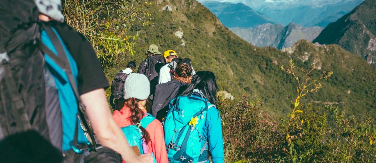 Caminar es un placer y es hacer ejercicio-Alice in Beautyland Blog-grupo senderistas