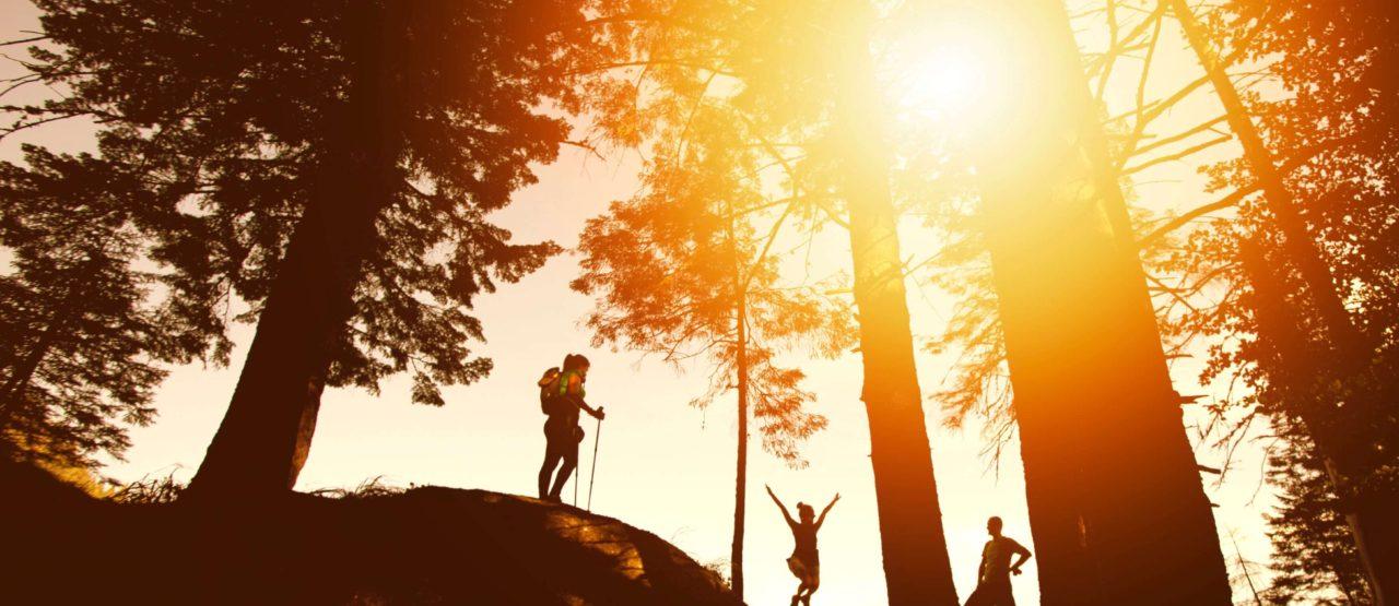 Caminar es un placer y es hacer ejercicio-Alice in Beautyland Blog-senderistas