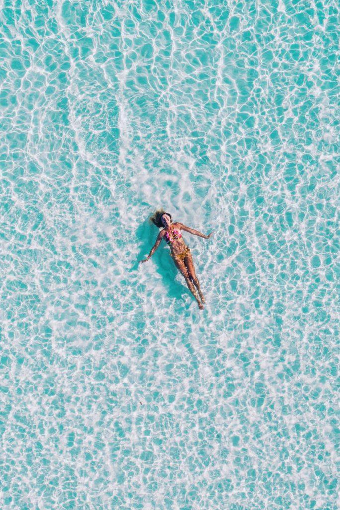 Como tomar el sol sin quemarse-Alice in Beautyland-swimming
